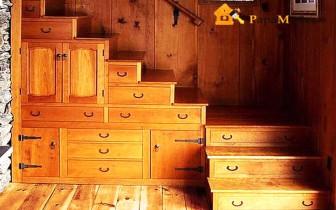 Дизайн деревянной лестницы с использованием пространства под ней