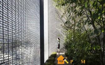 дом с экраном из стеклянных кирпичей в Японии