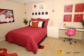 комната для подростка девочки в красно-белых тонах