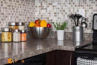 столешница из искусственного камня в интерьере кухни