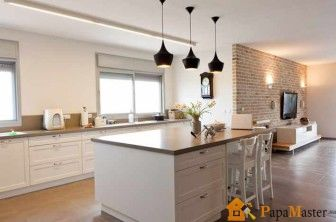 Подвесные светильники на тросах на кухне