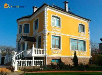 Декор фасада в греческом стиле
